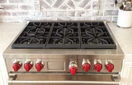 oven with red knobs